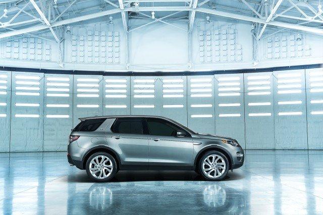 so sánh Land Rover Discovery Sport và Audi Q3 về ngoại thất 1