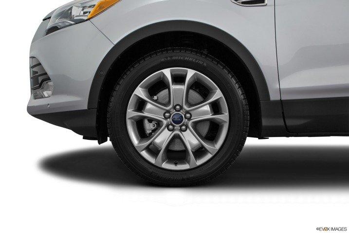 Phiên bản Ford Escape Titanium 2015 sở hữu bộ la-zăng nhôm đúc 18 inch với thiết kế đặc biệt  1
