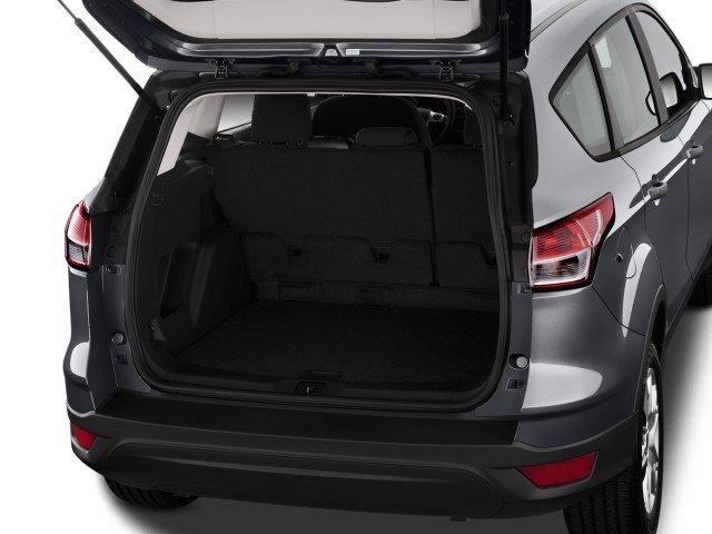 Khoang chứa đồ Ford Escape 2015 khá rộng  1