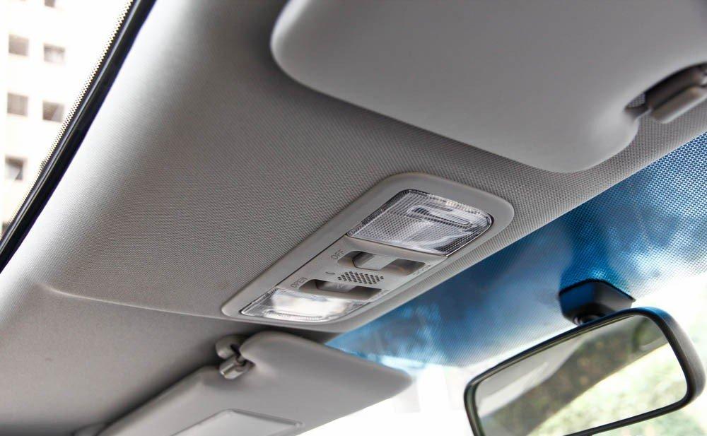 Đèn nội thất và cửa sổ trời chỉ có trên Honda Civic 2015 bản 2.0 a