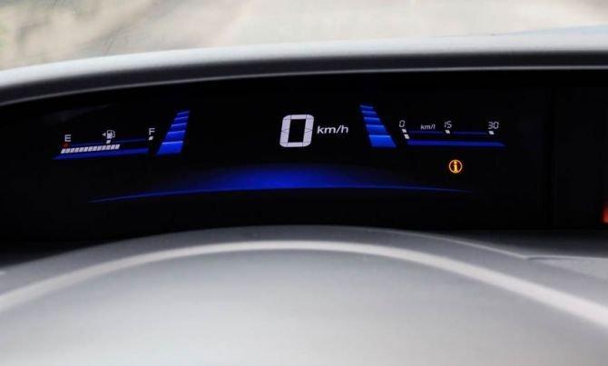 Đồng hồ tốc độ xe và hướng dẫn tài xế tiết kiệm nhiên liệu 1
