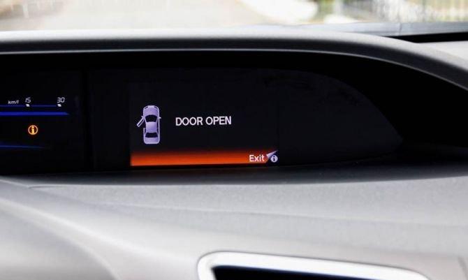 Màn hình hiển thị các thông tin hoạt động của xe 1