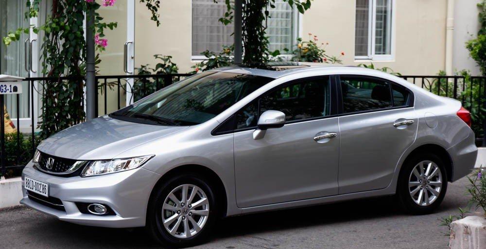 Thân xe Honda Civic 2015 với những đường gân chắc khỏe 1