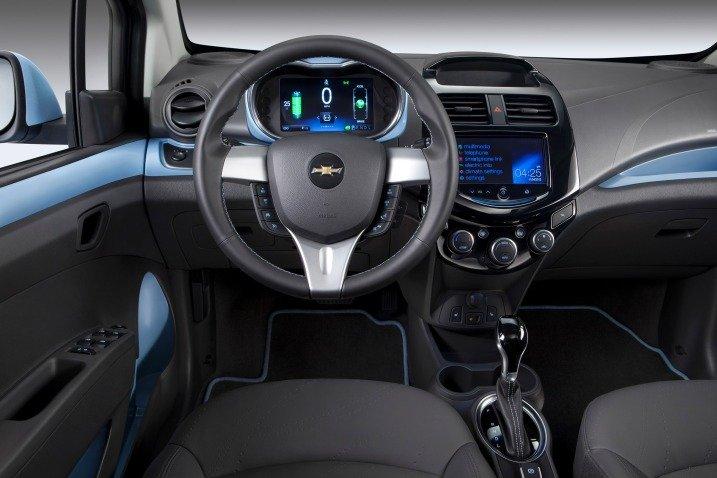 Đánh giá xe Chevrolet Spark EV Hatchback 2015 3111