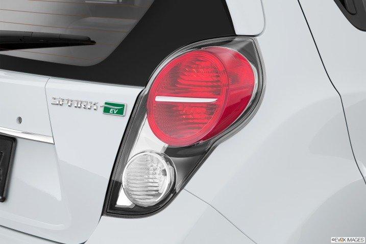 Đánh giá xe Chevrolet Spark EV Hatchback 2015 12