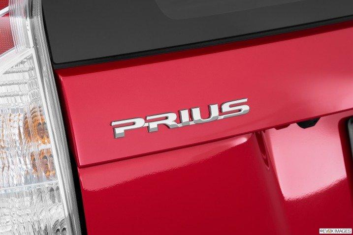 Đánh giá xe Toyota Prius 2015 13