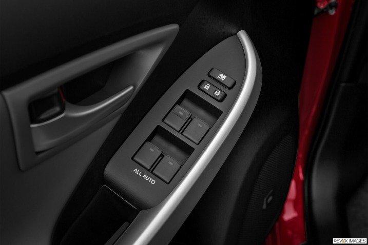 Đánh giá xe Toyota Prius 2015 19212