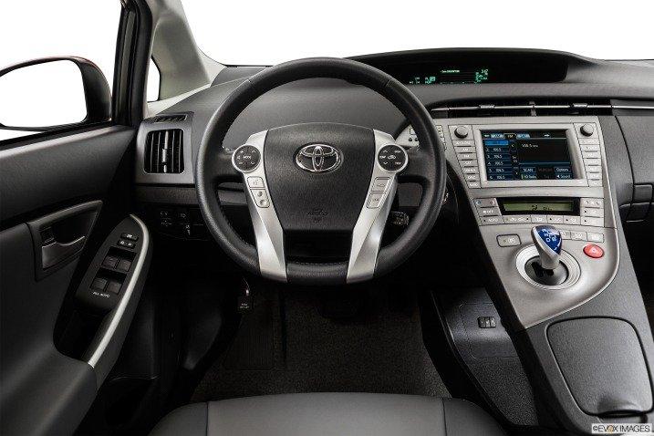 Đánh giá xe Toyota Prius 2015 1922