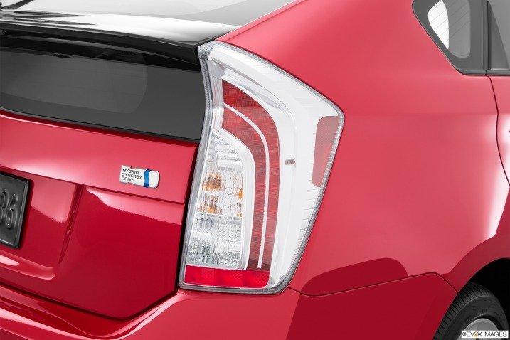 Đánh giá xe Toyota Prius 2015 12