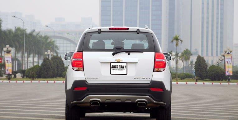 Đuôi xe Chevrolet Captiva 2013  a