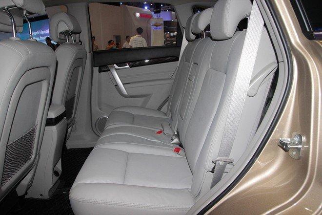 Hàng ghế sau có chỗ để chân thoải mái 1