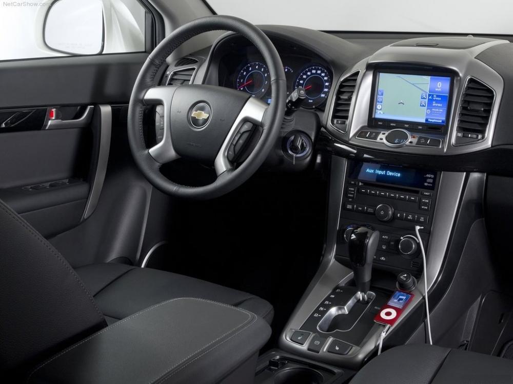 Chevrolet Captiva 2013 được đâu tư nhiều về trang bị nghe nhìn và an toàn 1