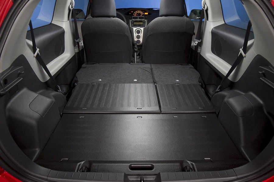 Hàng ghế sau của Toyota Yaris 2010 có thể gập hoàn toàn 1