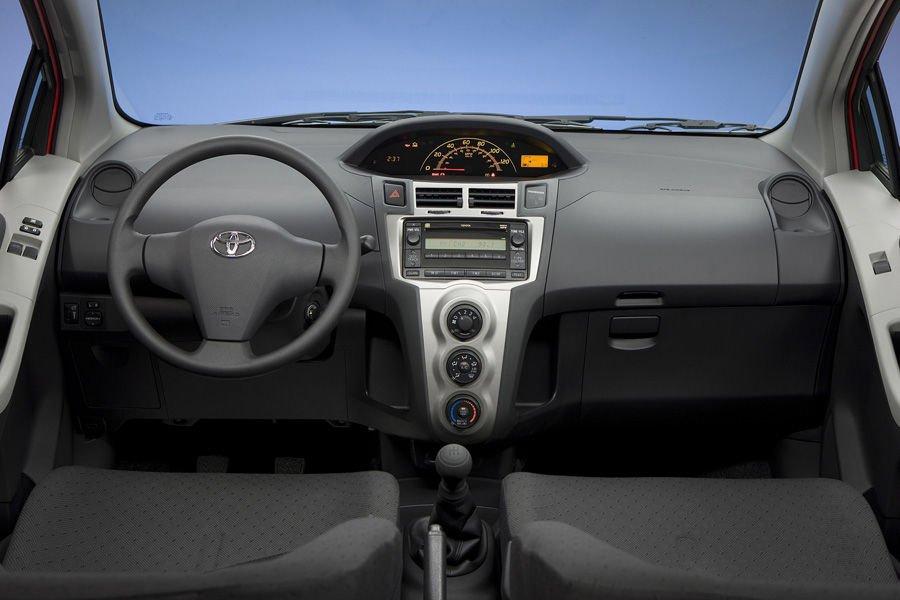 Nội thất của Toyota Yaris 2010 rộng rãi a
