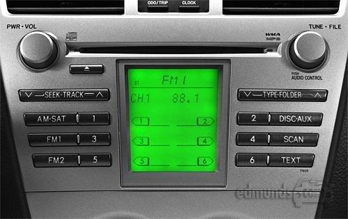 Trang bị âm thanh trên Toyota Yaris 2010 khá đơn giản 1