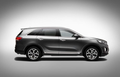So sánh ngoại thất xe Toyota Innova và Kia Sorento 5