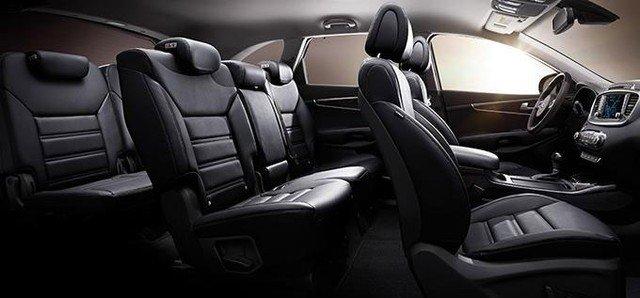 So sánh nội thất xe Toyota Innova và Kia Sorento 4