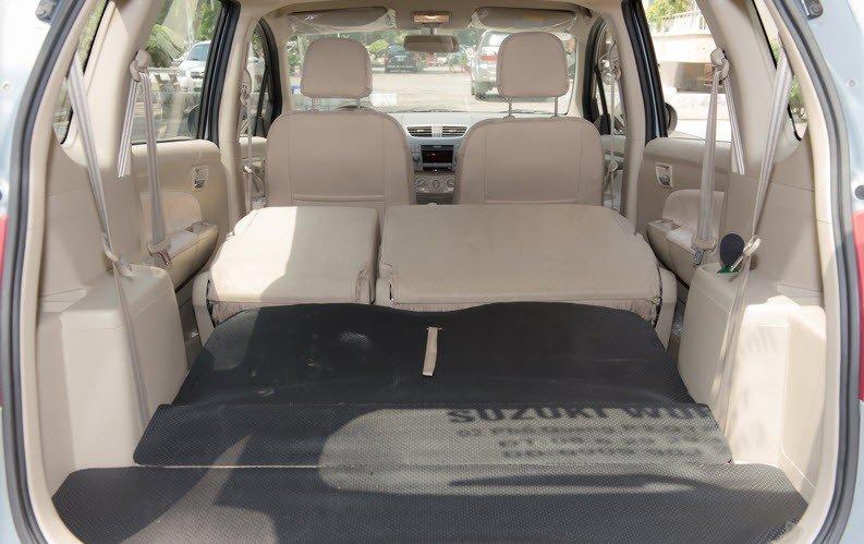 Hàng ghế thứ 3 của Suzuki Ertiga có thể gập cho khoang chứa đồ rộng 1