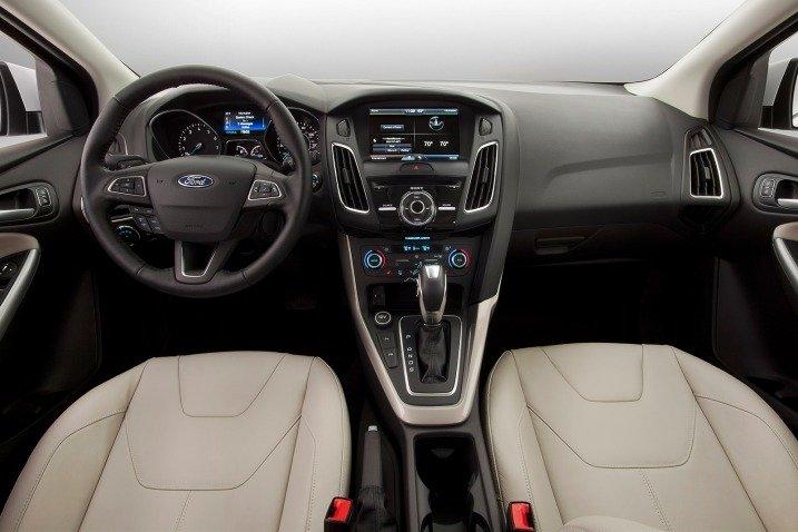 Nội thất của Ford Focus 2015 sử dụng vật liệu cao cấp và bố trí hợp lý 1