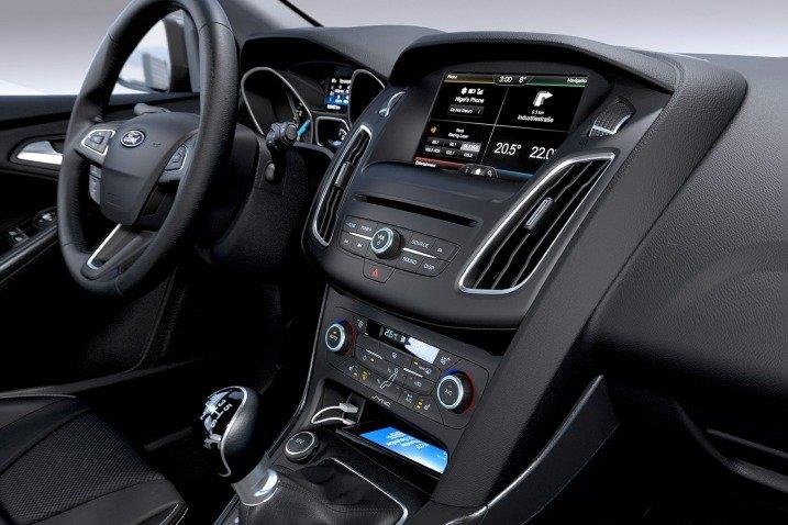 Bảng điều khiển trung tâm của Ford Focus 2015 1