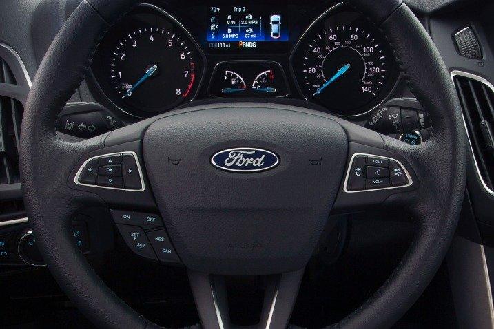 Vô-lăng Ford Focus 2015 a