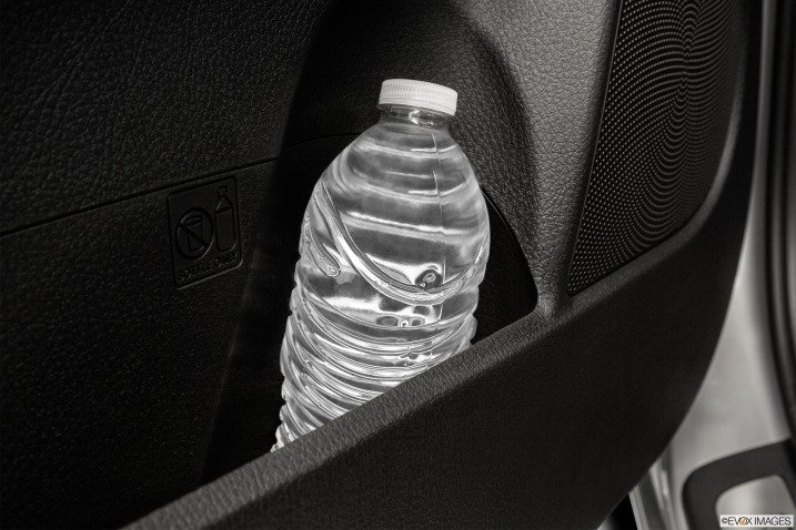 Hộc chứa đồ trên cửa xe Kia Sorento 2015 1