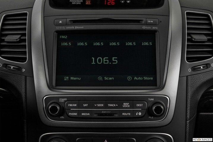 So sánh tiện nghi xe Toyota Innova và Kia Sorento 1