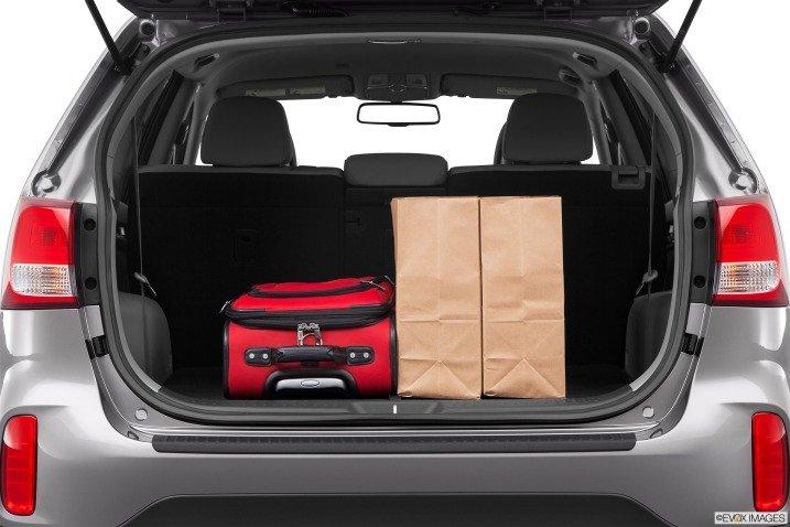 Khoang chứa đồ của Kia Sorento 2015 1