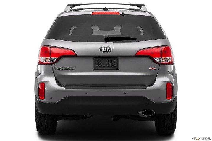 So sánh ngoại thất xe Toyota Innova và Kia Sorento 6