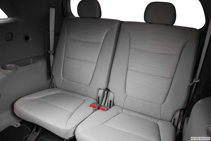 So sánh nội thất xe Toyota Innova và Kia Sorento 6
