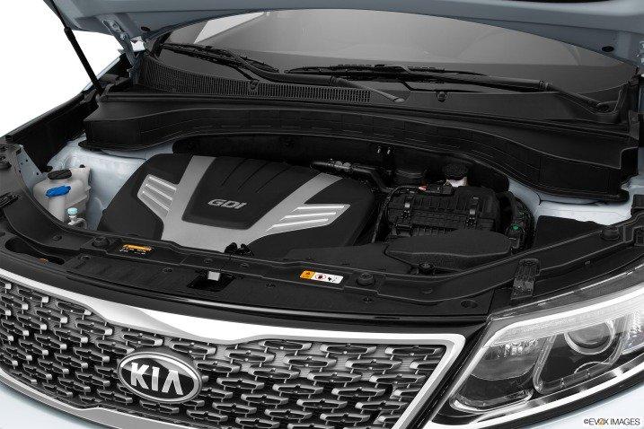 So sánh động cơ xe Toyota Innova và Kia Sorento.
