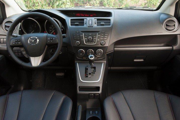 Nội thất của Mazda3 201Nội thất của Mazda3 2014 vẫn đảm bảo sự rộng rãi cần thiết mặc dù kích thước xe nhỏ hơn các dòng khác4 vẫn đảm bảo sự rộng rãi cần thiết mặc dù kích thước xe nhỏ hơn các dòng khác 1