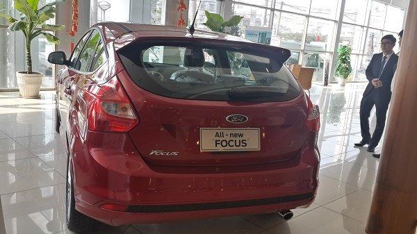 Đuôi xe Ford Focus 1