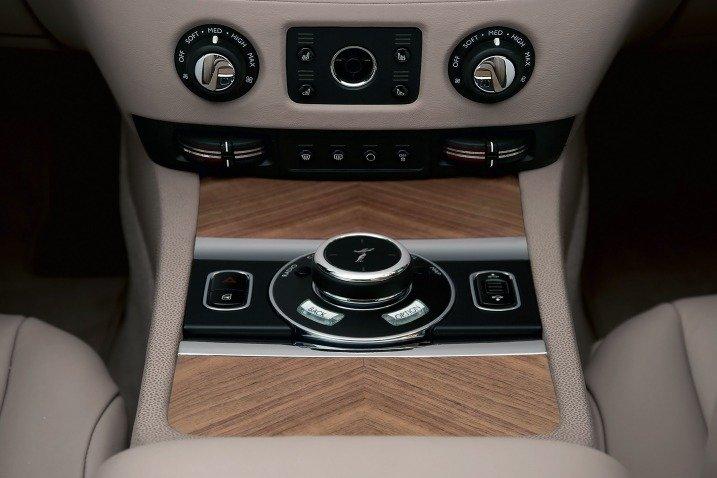 Trang bị tiện nghi trên Rolls-Royce Wraith Coupe 2014 1