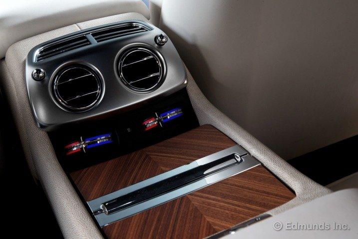 Trang bị tiện nghi trên Rolls-Royce Wraith Coupe 1
