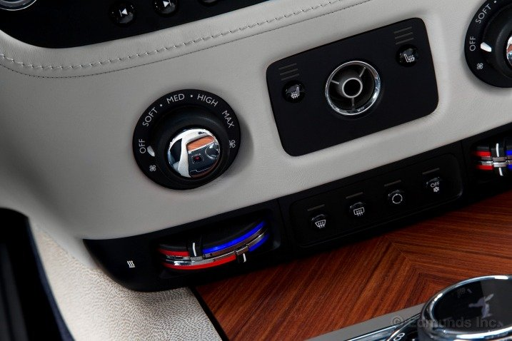 Tiện nghi trên Rolls-Royce Wraith Coupe 2014 1