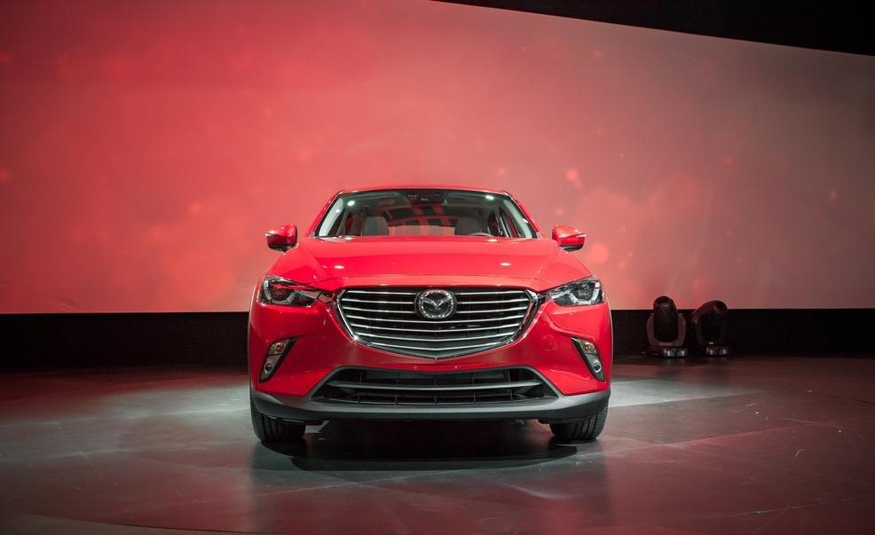 Đầu xe Mazda CX-3 2016 được xây dựng theo tỉ lệ chuẩn của dòng crossover 1