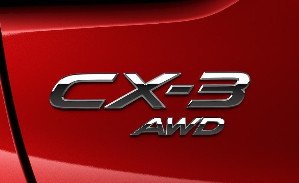 Tên xe Mazda CX-3 2016 bên phải đuôi xe 1