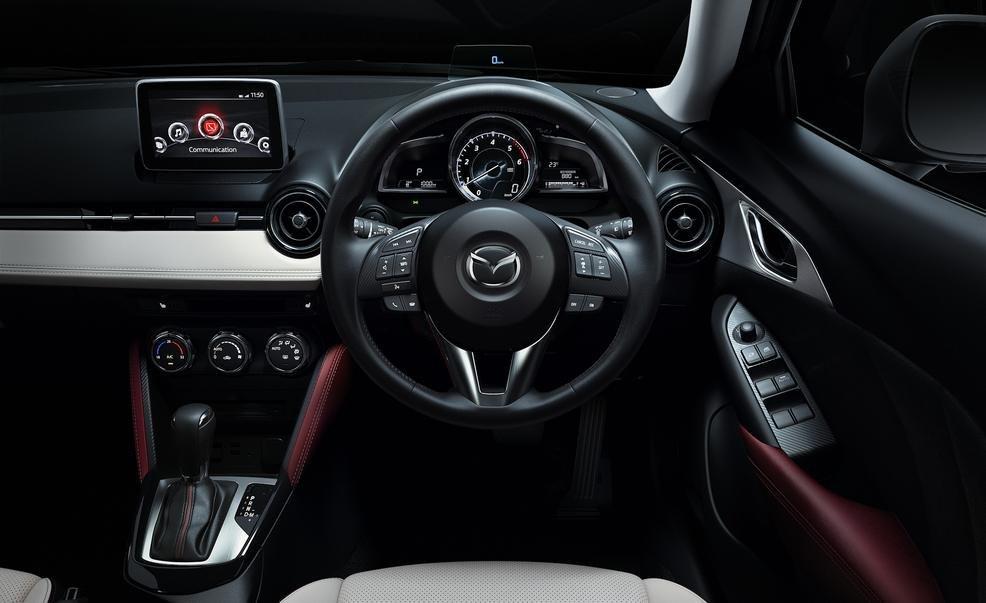 Vô-lăng Mazda CX-3 2016 ba chấu có tích hợp các phím bấm chức năng 1