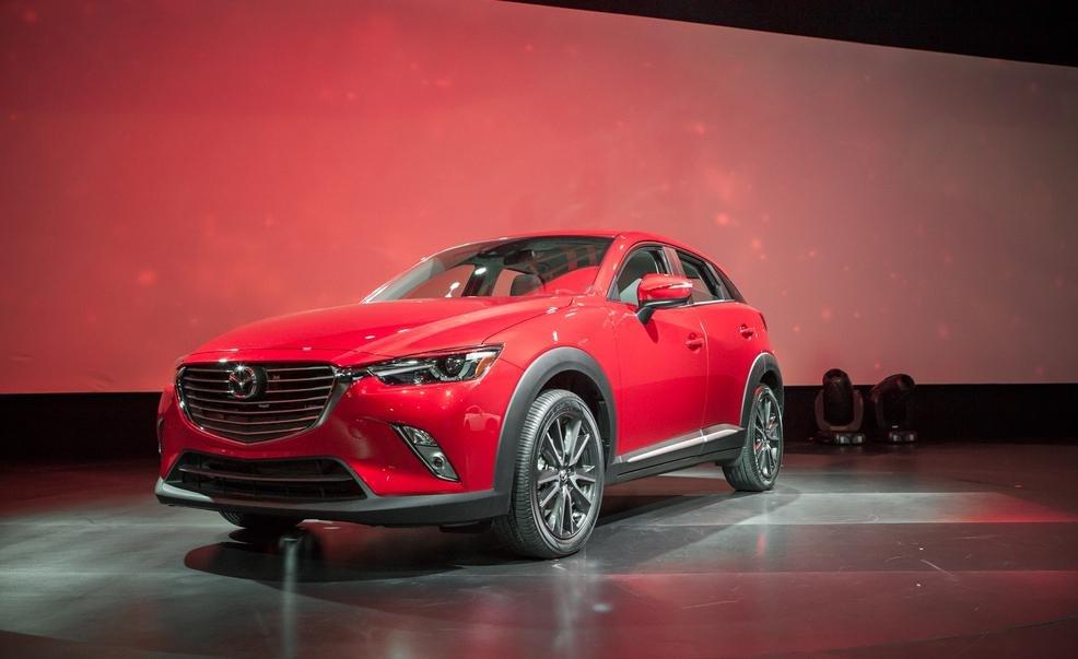 Đầu xe Mazda CX-3 2016 với lưới tản nhiệt dạng vây 1