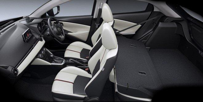 Ghế ngồi của Mazda2 2015 được bọc da và nỉ 1