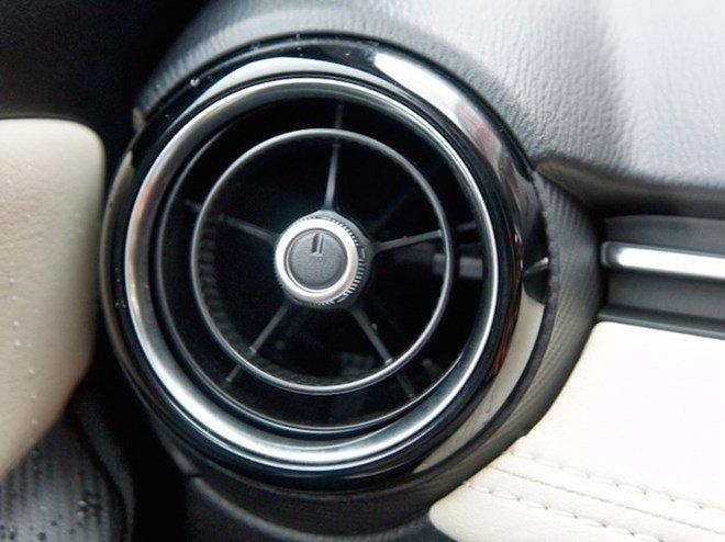Điều hòa tự động trên Mazda2 2015 1
