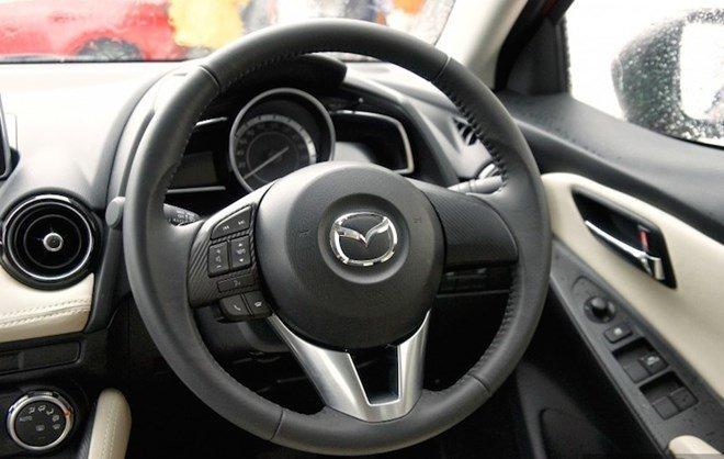Vô-lăng của Mazda2 2015 1