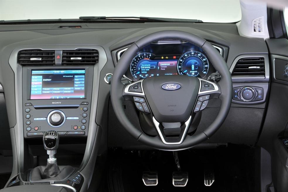 Bảng điều khiển Ford Mondeo 2015