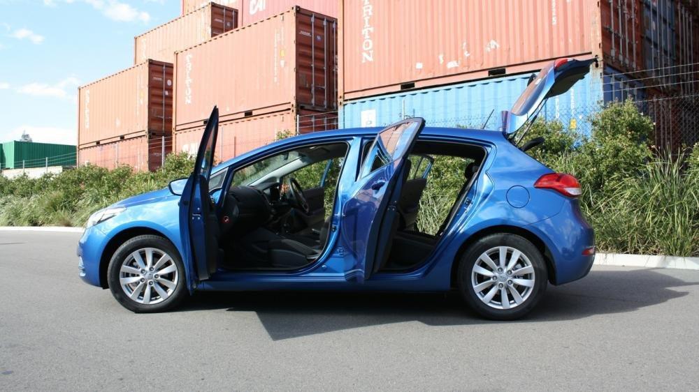 Thân xe Kia Cerato 2015