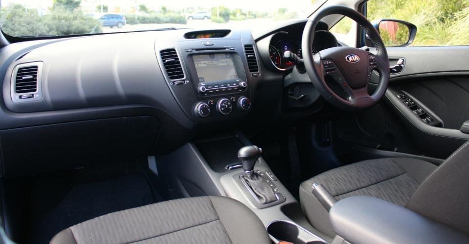 Đánh giá Kia Cerato 2015 sở hữu nhiều trang bị tiện nghi 1
