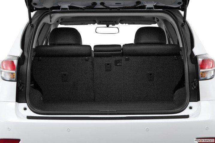 Khoang hành lý Lexus RX 350 2015