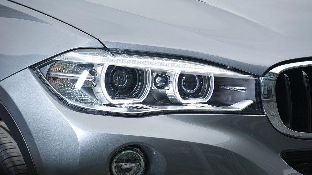 Đèn pha của BMW X6 2015 1