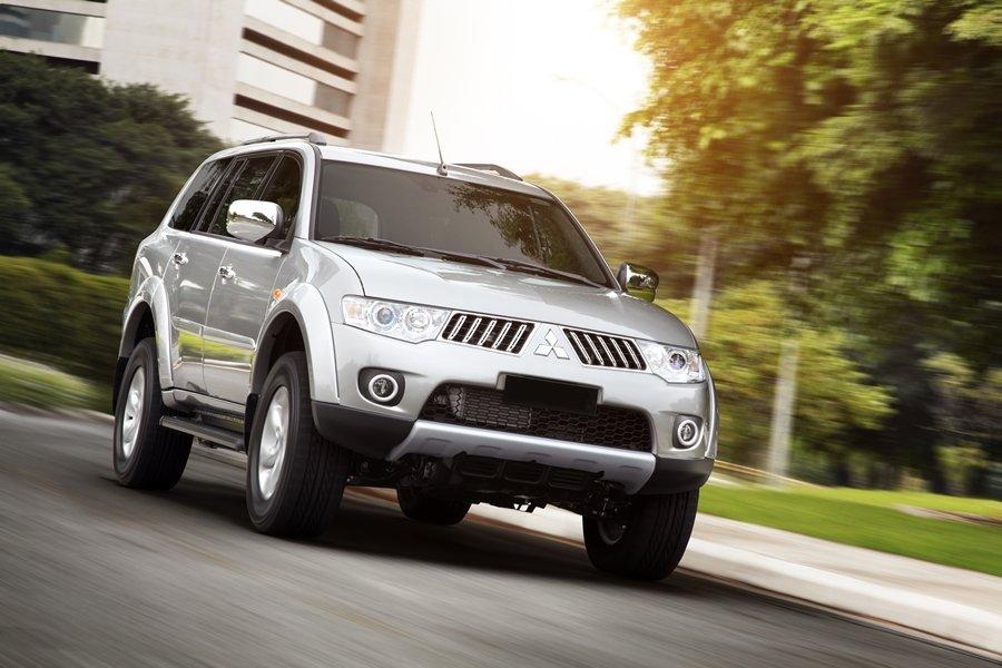 Đầu xe Mitsubishi Pajero Sport cứng cáp và mạnh mẽ hơn người ạnh Triton 1