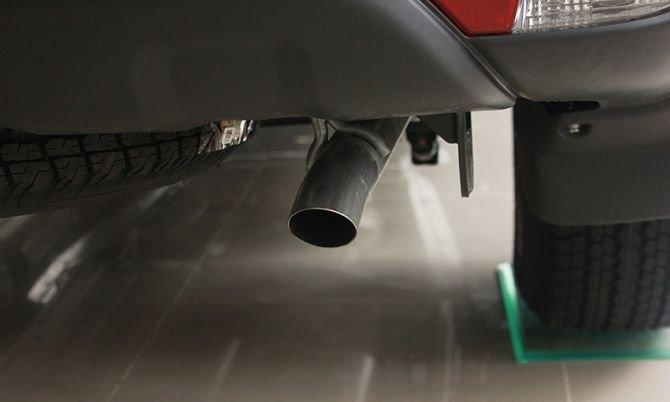 Ống xả được đặt dưới gầm xe 1